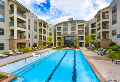 Axis Berewick offers a swimming pool in Charlotte, North Carolina