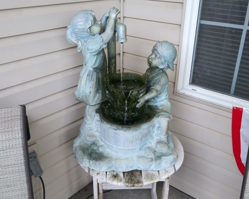 A community fountain at Arlington Place of Red Oak in Red Oak, Iowa Arlington Place of Red Oak in Red Oak, Iowa.