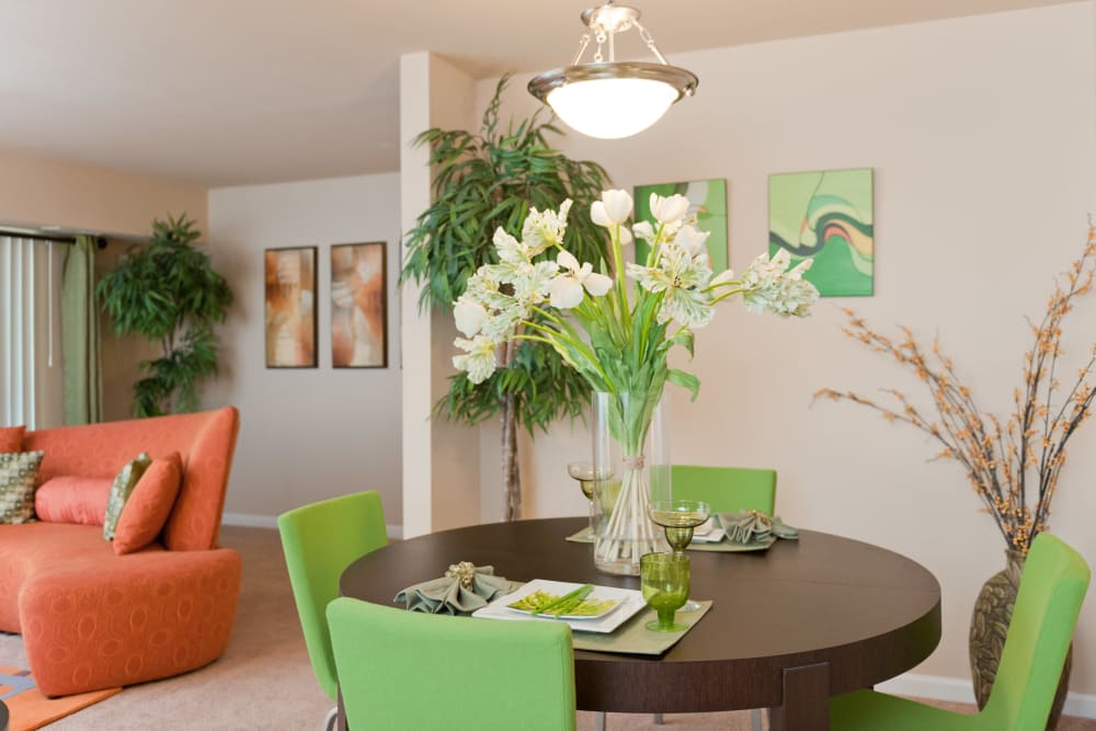 Well decorated living room at Bennington Crossings Apartment Homes in Alexandria, Virginia