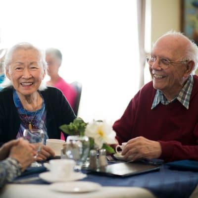 Residents enjoying a meal at Aurora on France in Edina, Minnesota.