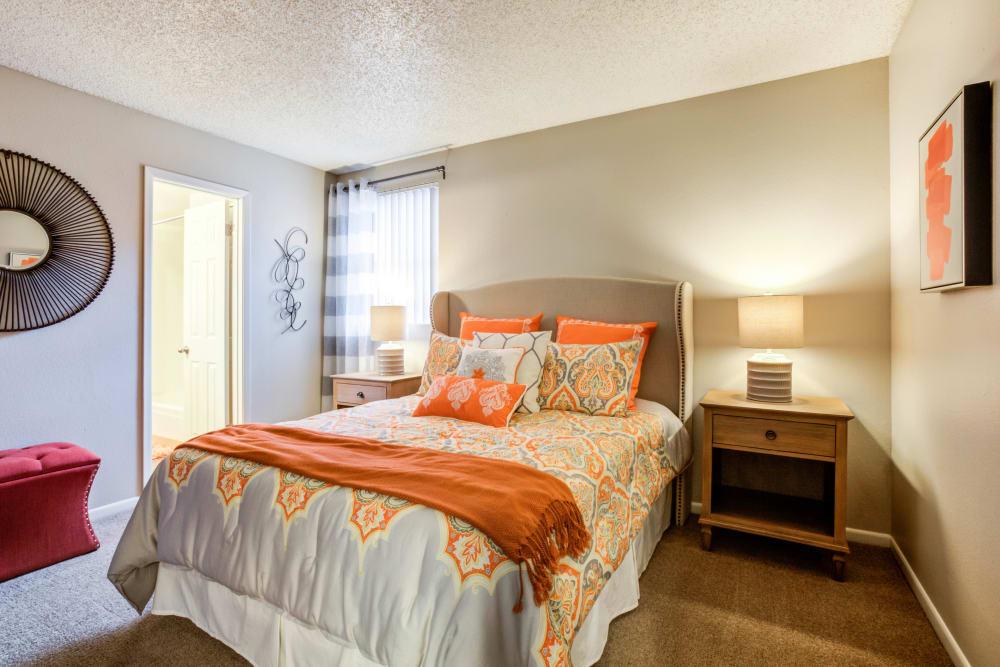 Renaissance Apartment Homes offers a modern bedroom in Phoenix, Arizona