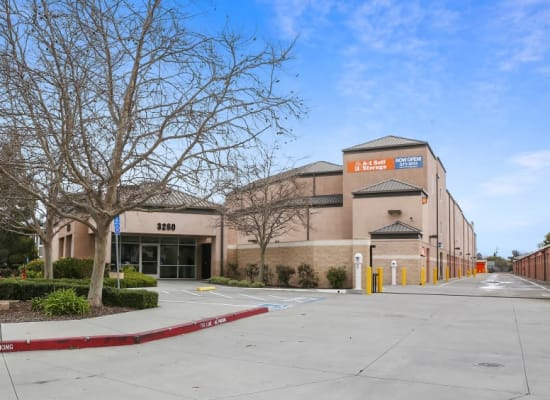 Front entry to A-1 Self Storage in San Jose, California