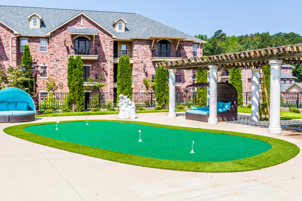 Putting green at Arlo Luxury Apartment Homes in Little Rock, Arkansas