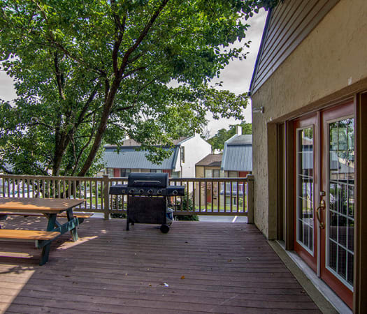 Outdoor BBQ area at The Cascades Townhomes and Apartments in Pittsburgh, Pennsylvania