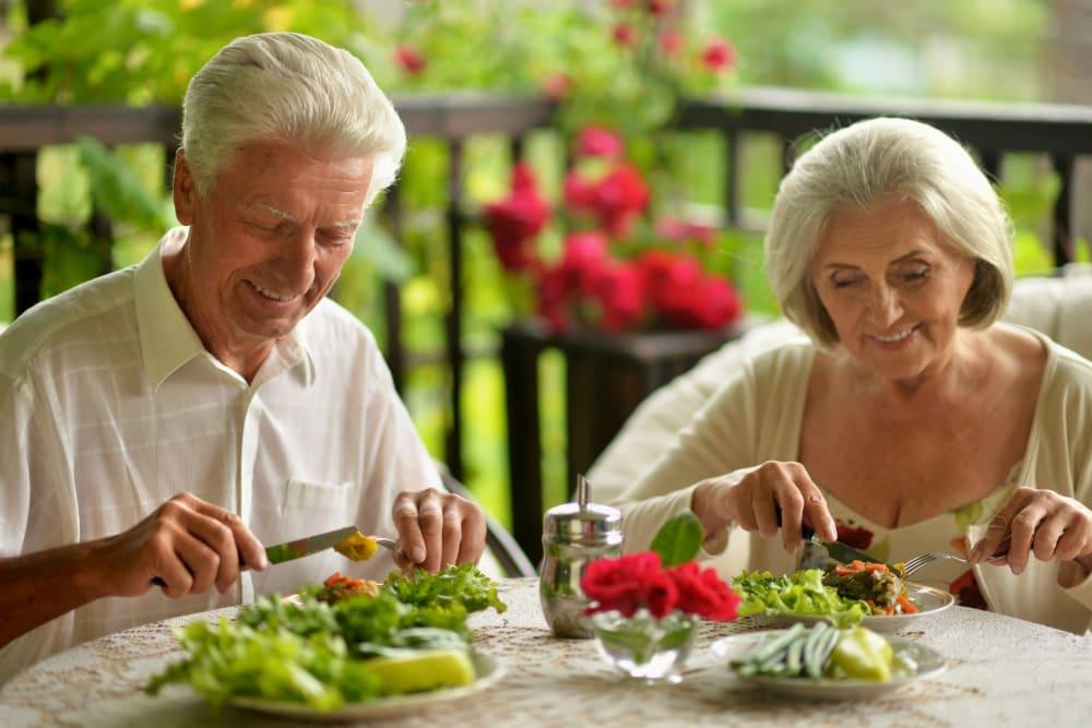 Residents eating dinner outside at The Iris Senior Living in Great Falls, Montana