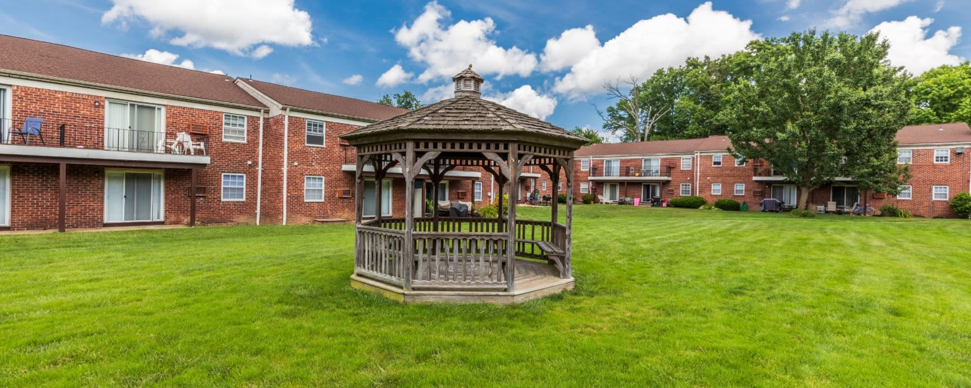 Schedule a tour to see Balmoral Arms in Matawan, New Jersey