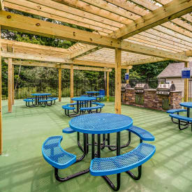 Grilling and sitting area at Aston Ridge Apartments
