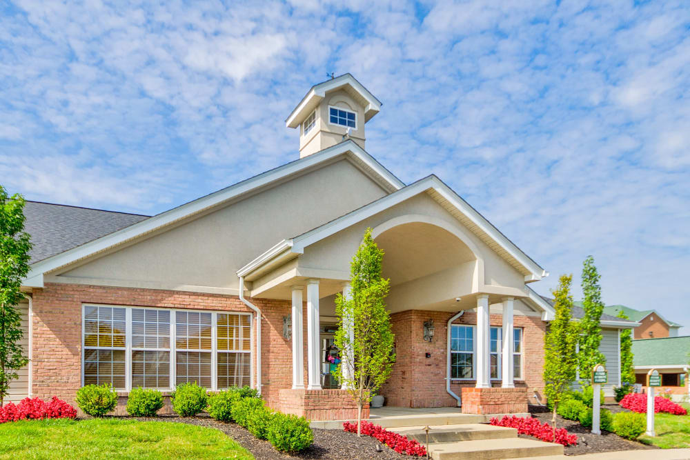 Main entrance and building at Aspen Pines Apartment Homes in Wilder, Kentucky