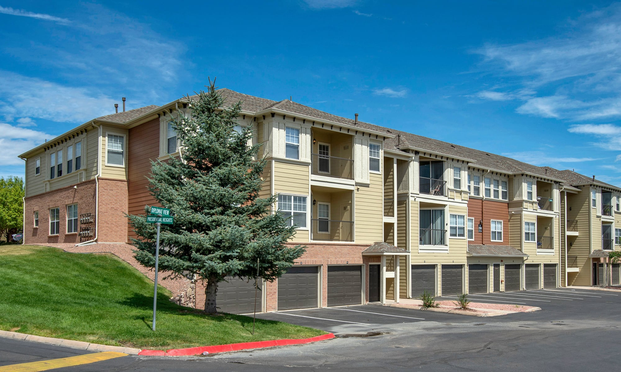 Colorado springs apartments retreat at cheyenne mountain apartments for One bedroom apartments colorado springs