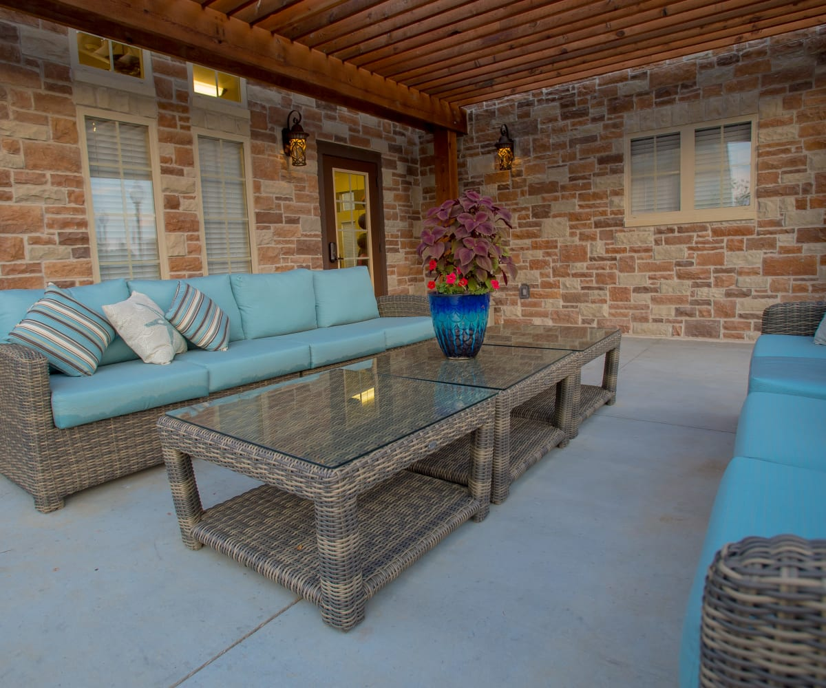 Sophisticated outdoor living space at Cascata Apartments in Tulsa, Oklahoma