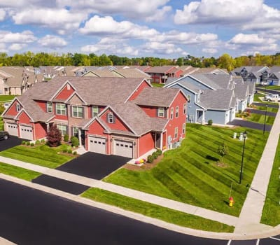 Luxury apartments at Saratoga Crossing in Farmington