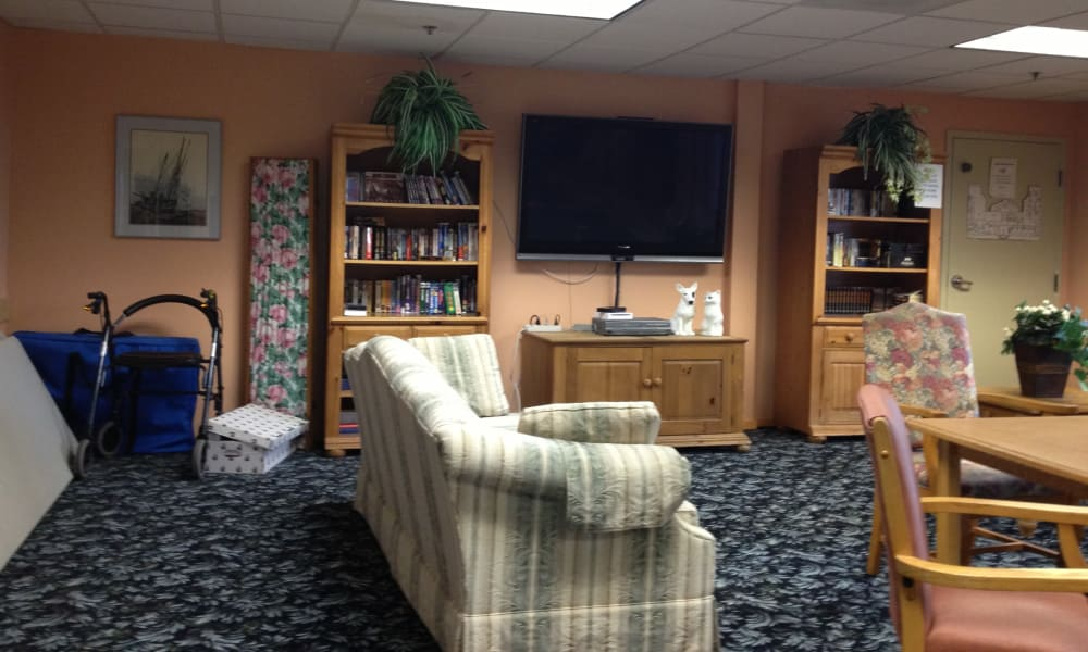 Resident library at Pacific View Senior Living Community in Bandon, Oregon