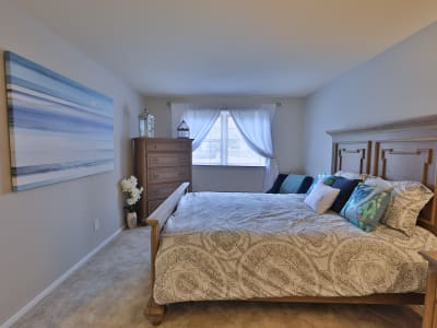 The Village of Chartleytowne Apartments & Townhomes offers a cozy bedroom in Reisterstown, MD