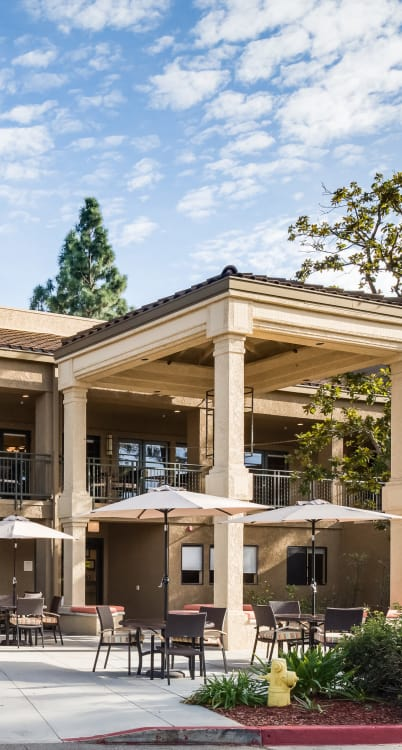 Outdoor tables at The Reserve at Thousand Oaks in Thousand Oaks, California