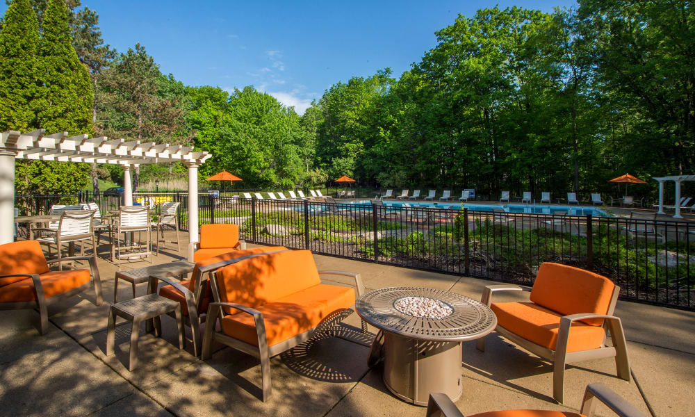 Patio seating at Aldingbrooke in West Bloomfield, Michigan