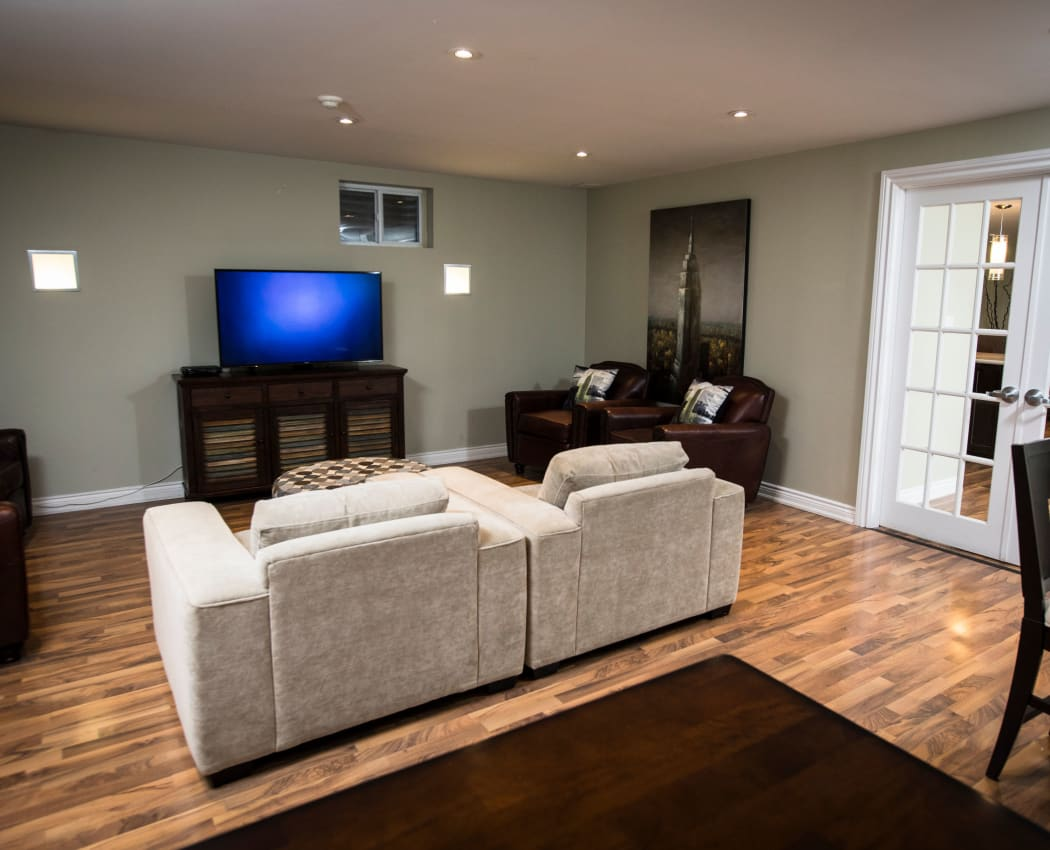 Bayview Mews offers a modern living room in North York, Ontario