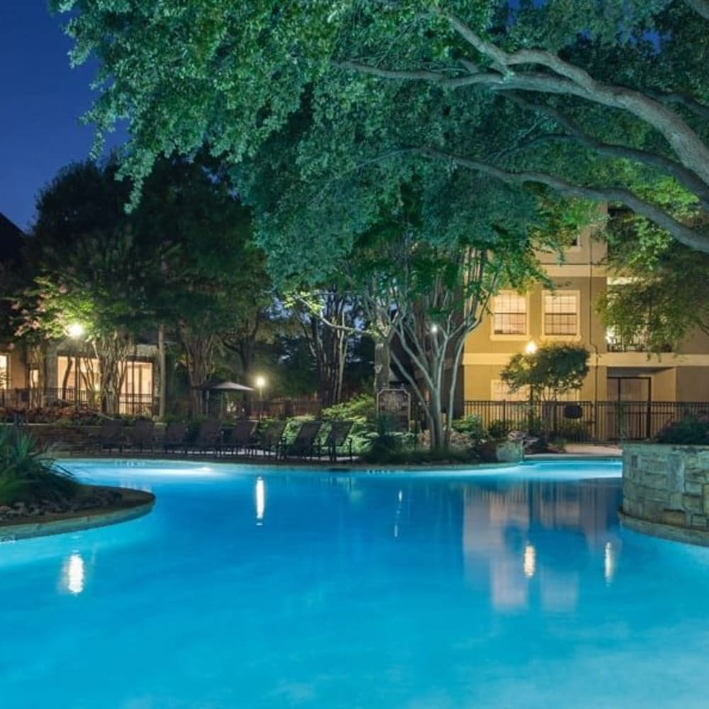 Sparkling pool at The Verandas at Timberglen in Dallas, Texas