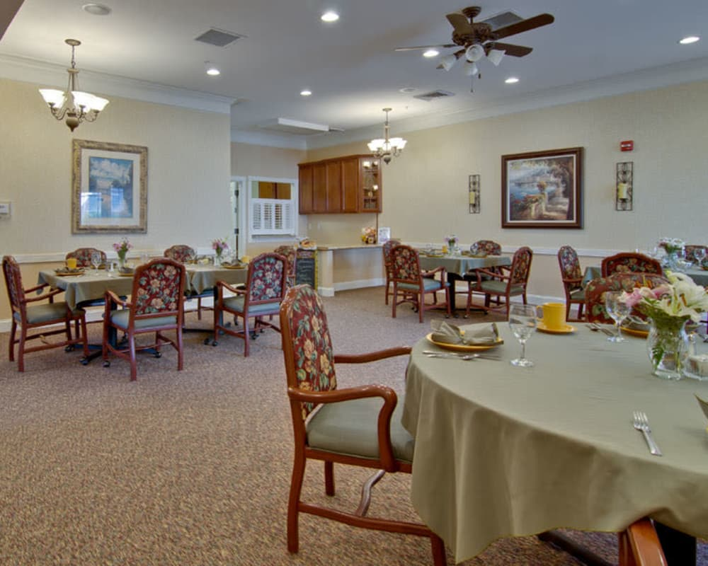 Well decorated dining area table at The Neighborhoods at Quail Creek in Springfield, Missouri