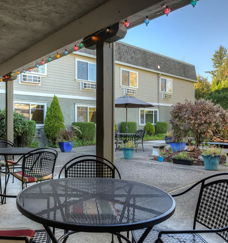 Dining patio at Royalton Place in Milwaukie, Oregon