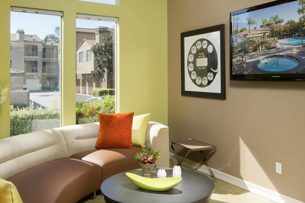 Clubhouse lounge with a flat-screen TV at Alize at Aliso Viejo Apartment Homes in Aliso Viejo, California