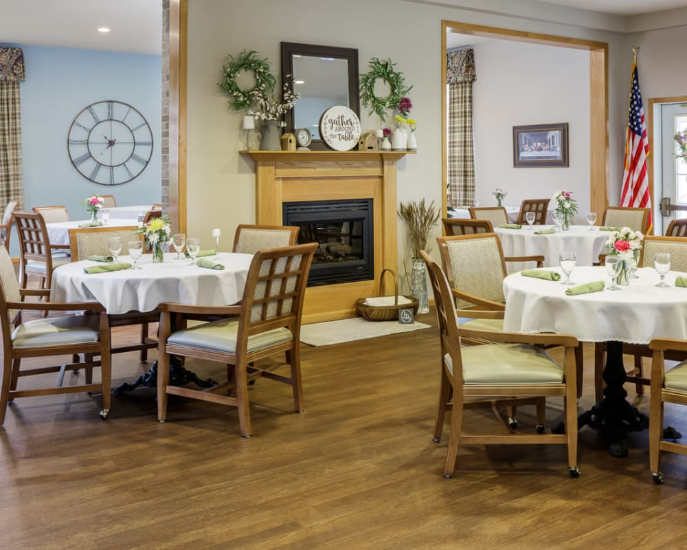 Spacious resident dining room at Glenwood Place in Marshalltown, Iowa.