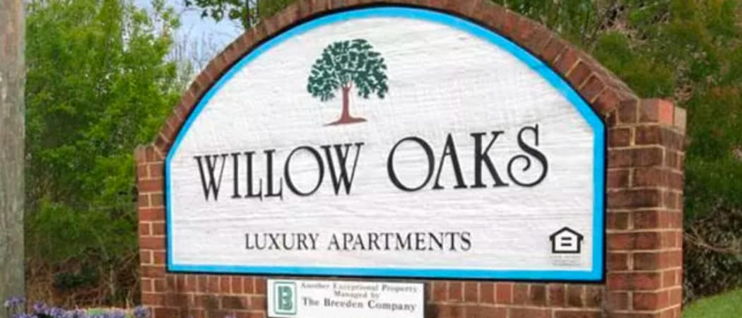 Monument sign at Willow Oaks Apartments in Chesapeake, VA