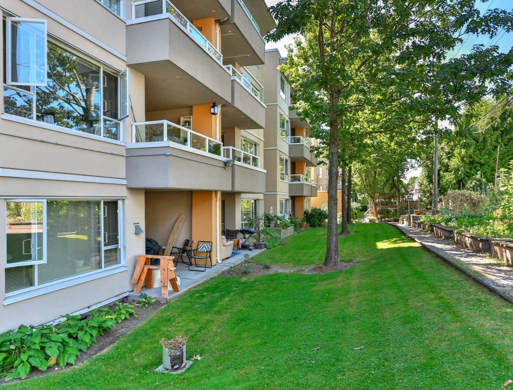 Well maintained lawn at Larchway Gardens in Vancouver