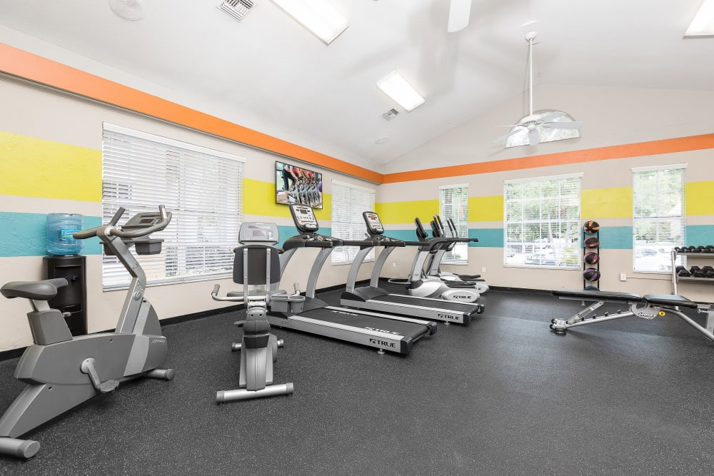 Well equipped fitness center at The Vue at Baymeadows Apartment Homes in Jacksonville, Florida