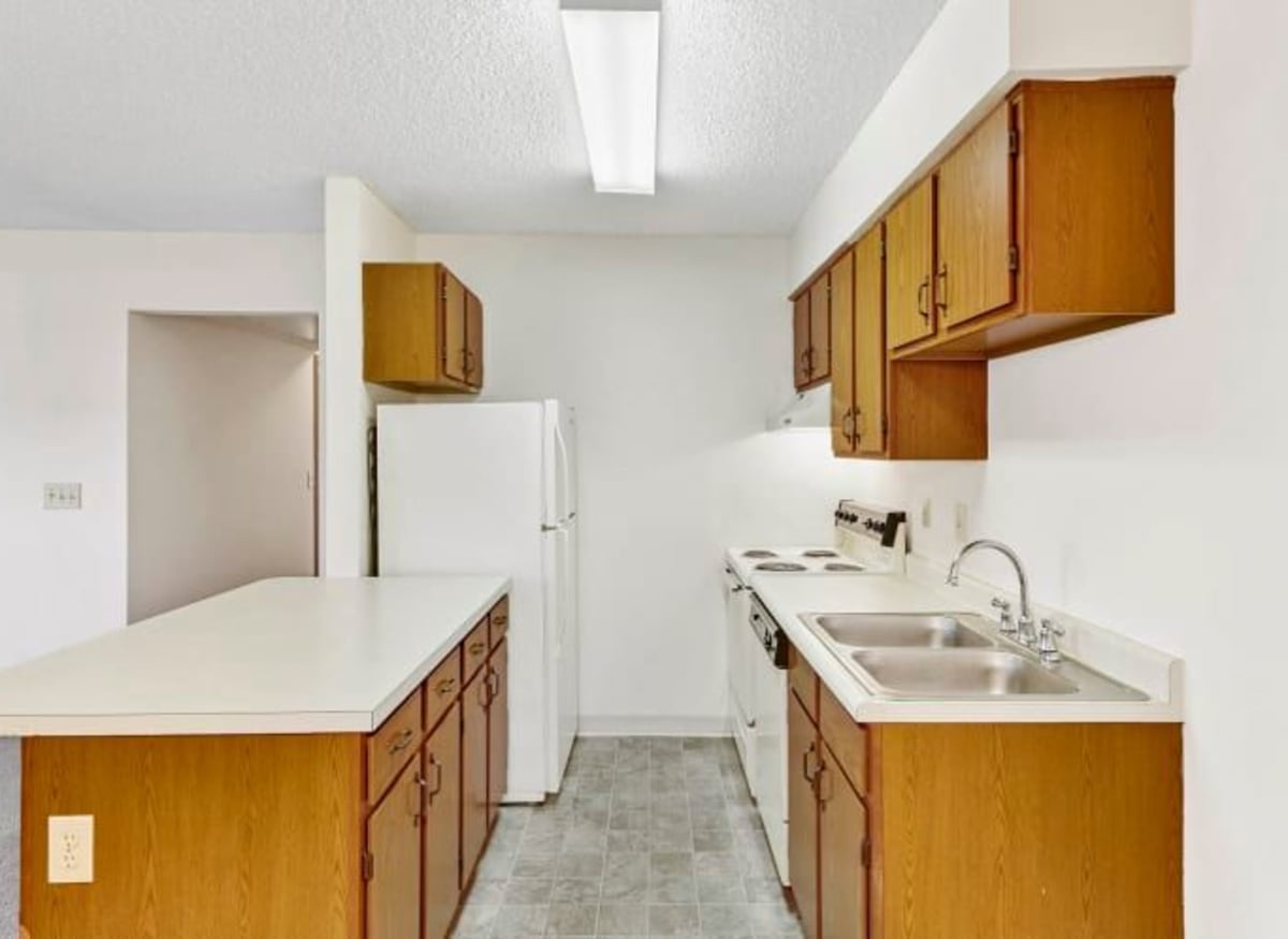 Spacious galley kitchen at Waterford Harbour in Groveport, Ohio
