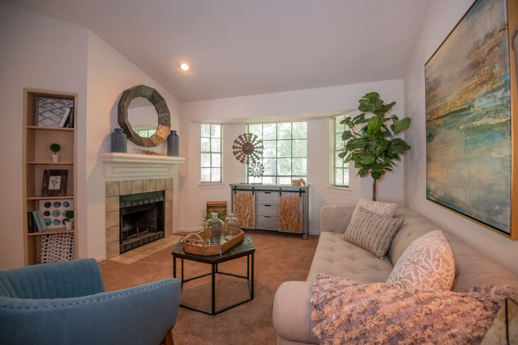 Living room at The Trace of Ridgeland in Ridgeland, Mississippi