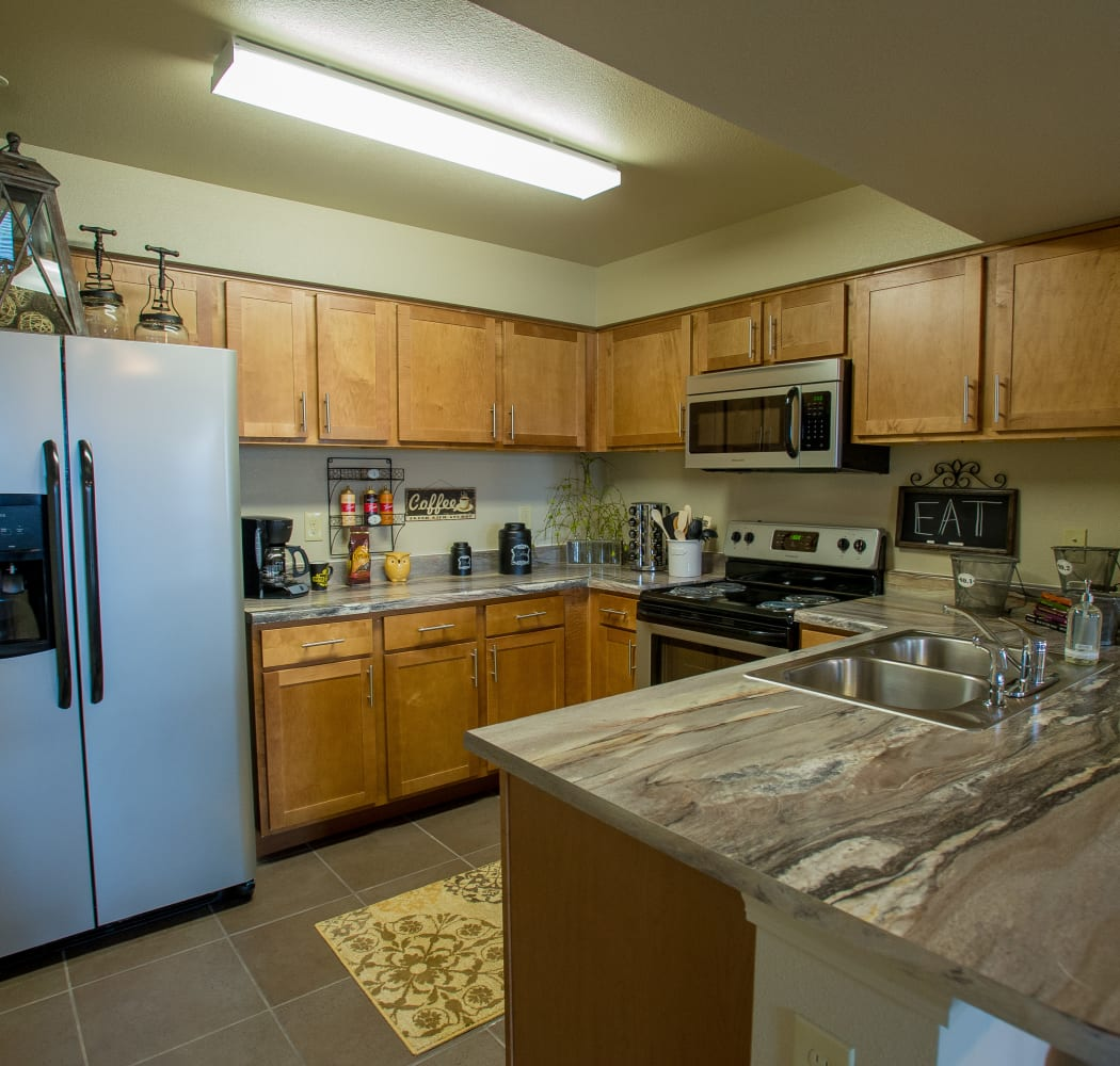 Modern kitchen at Cascata Apartments in Tulsa, Oklahoma