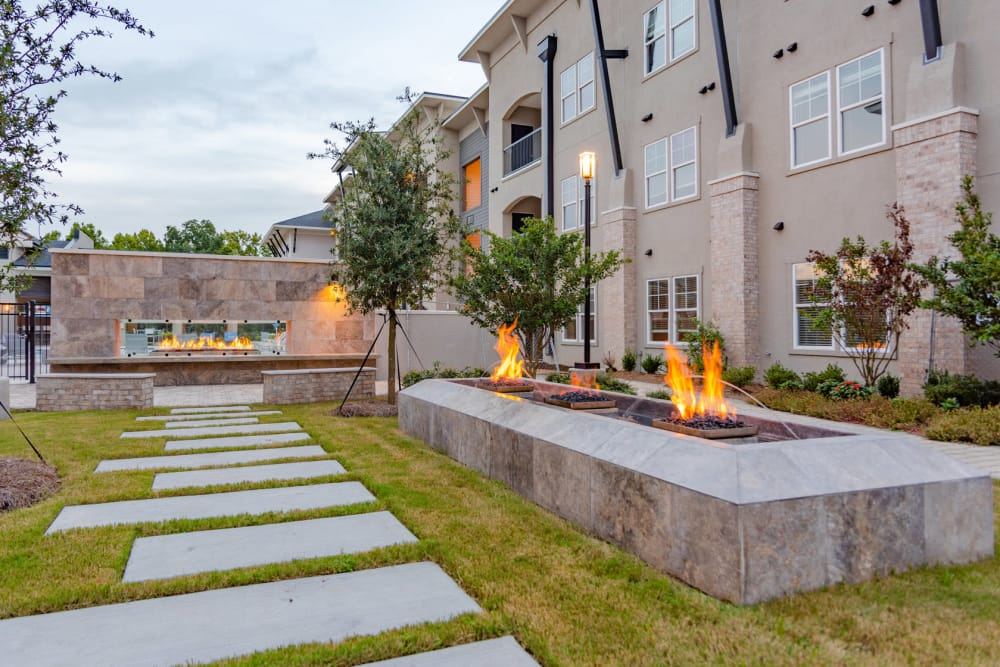 Our apartments in Baton Rouge, Louisiana showcase a beautiful outdoor seating area