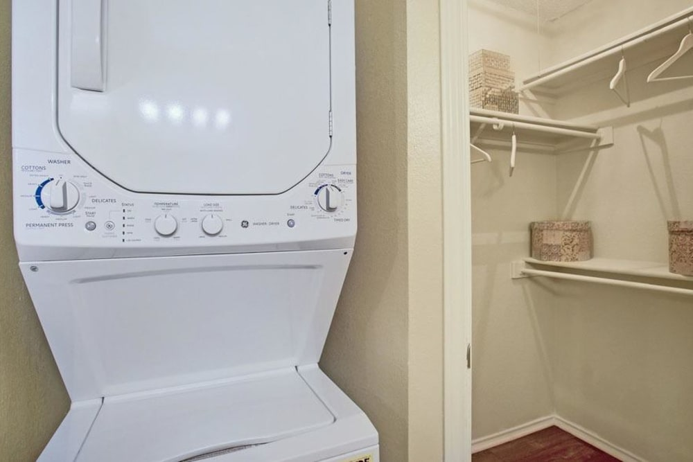 Enclave at Water's Edge Apartments in Austin, Texas offers apartments with a washer/dryer
