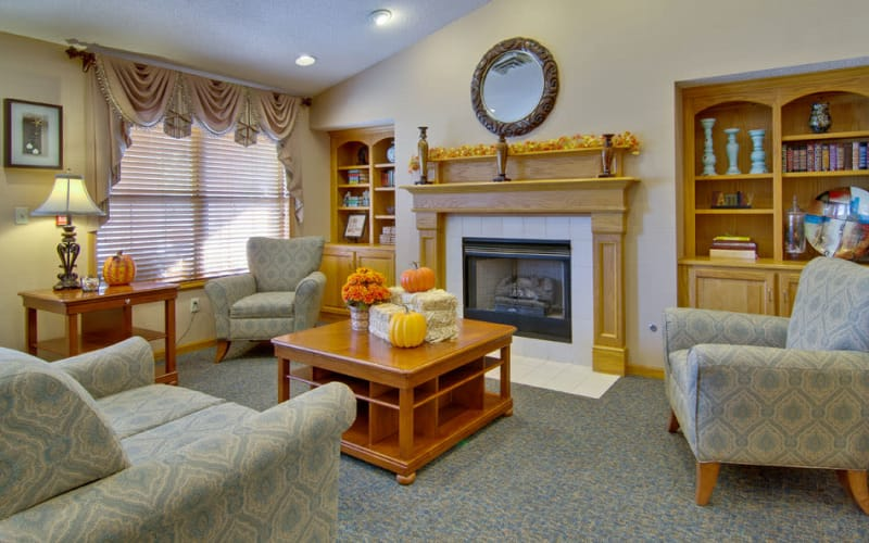 Fireside seating at Jefferson Gardens Senior Living in Clinton, Missouri