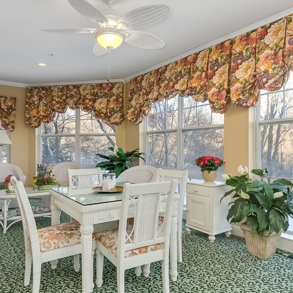 Sun room at Applewood Pointe Woodbury in Woodbury, Minnesota.