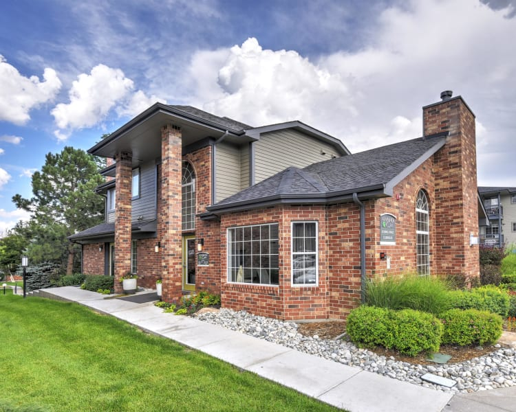 Click to see our photos at Arapahoe Club Apartments in Denver, Colorado