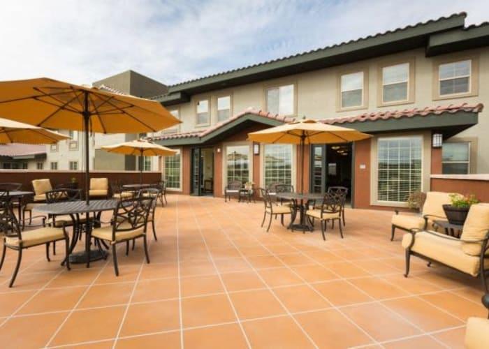 Patio dining tables at Las Palomas Senior Living in Mesa, AZ