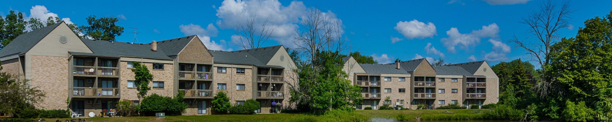 Reviews at Kellogg Cove Apartments in Kentwood, Michigan