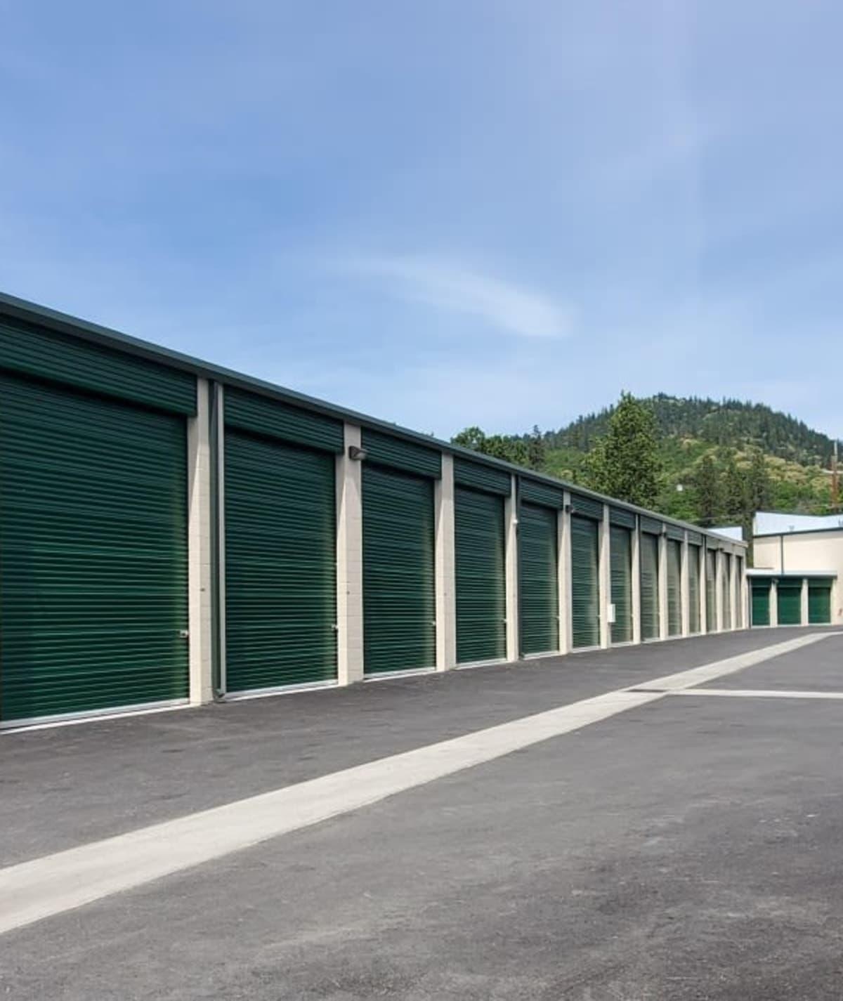Contact Cascade Self Storage in Grants Pass, Oregon