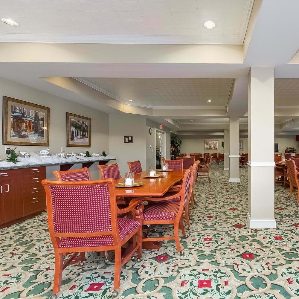 Resident dining room at Applewood Pointe Woodbury in Woodbury, Minnesota.