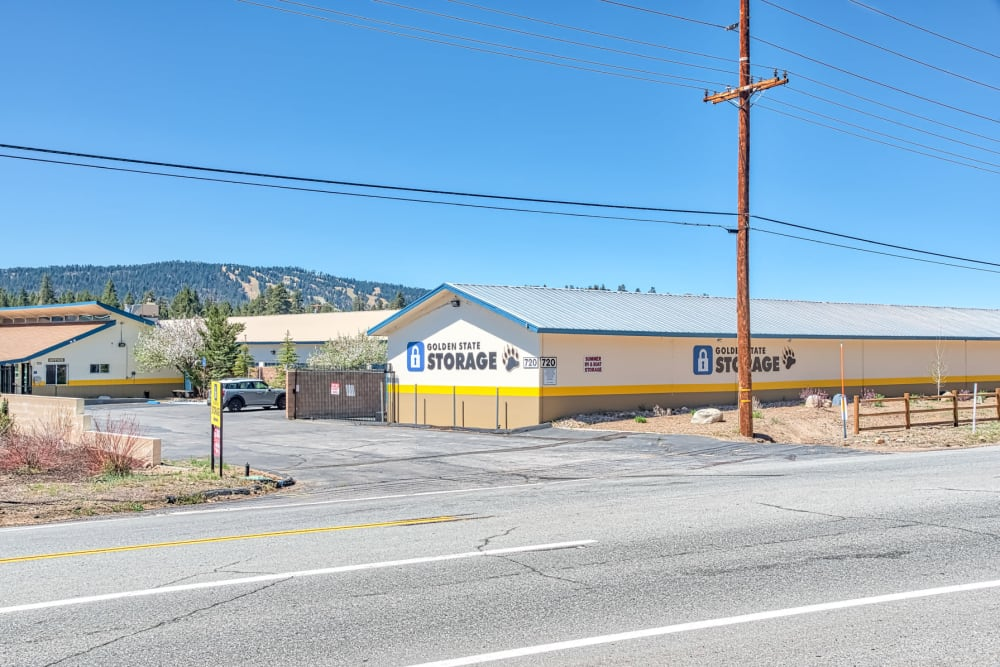 Front view of the leasing office at Golden State Storage - Big Bear in Big Bear, California