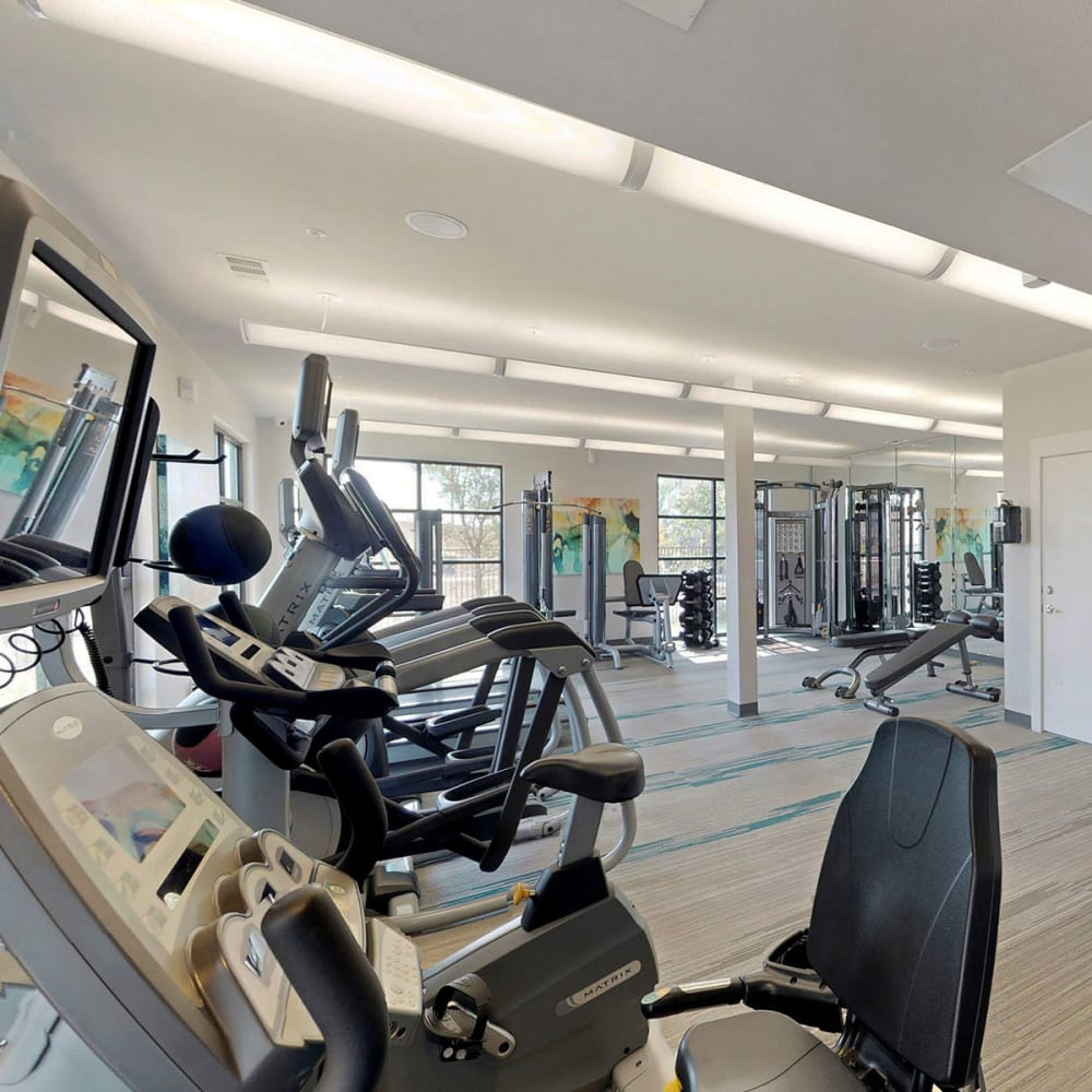 Very well-equipped onsite fitness center at Oaks Trinity in Dallas, Texas