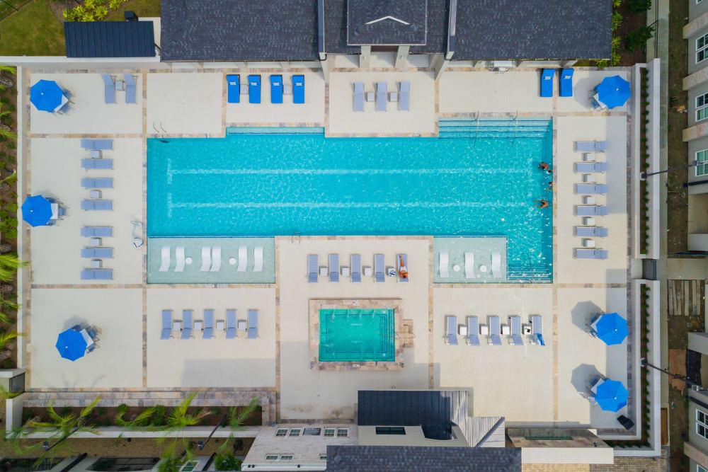 Our apartments in Baton Rouge, Louisiana showcase a beautiful swimming pool