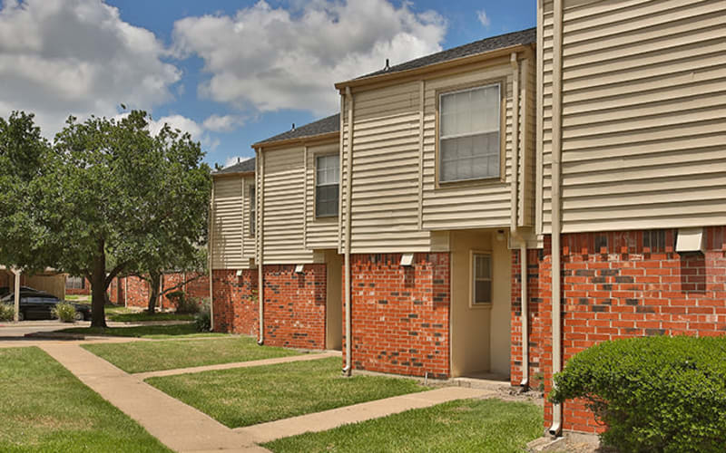 Exterior of Willow Oaks Apartments in Bryan, Texas