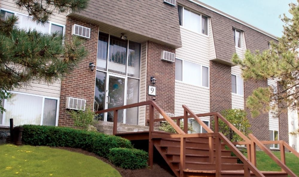 Exterior view of our apartments at Highland Club in Watervliet, NY