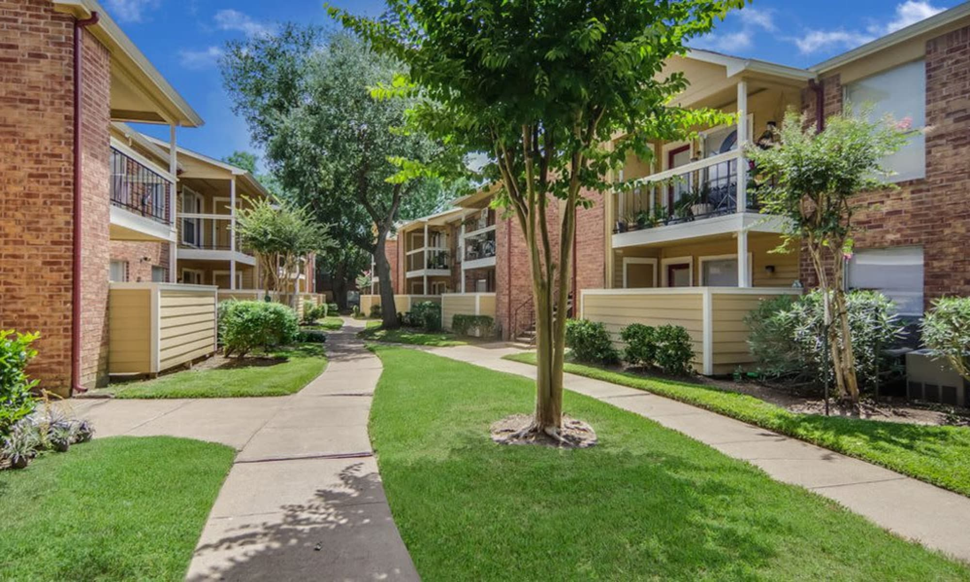 Apartments at Crystal Bay in Webster, Texas