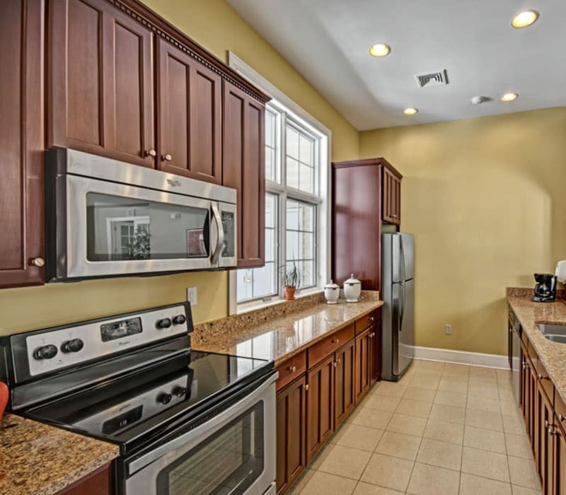 Fully equipped kitchen at Frazer Crossing in Malvern, Pennsylvania