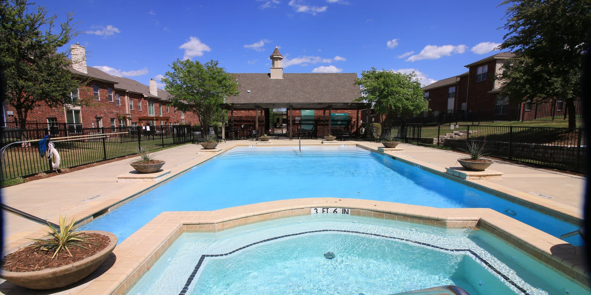 Oaks Estates of Coppell apartments in Coppell, Texas