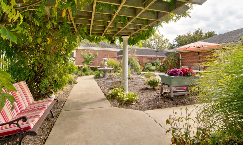 Outdoor sitting area at South Pointe Senior Living in Washington, Missouri