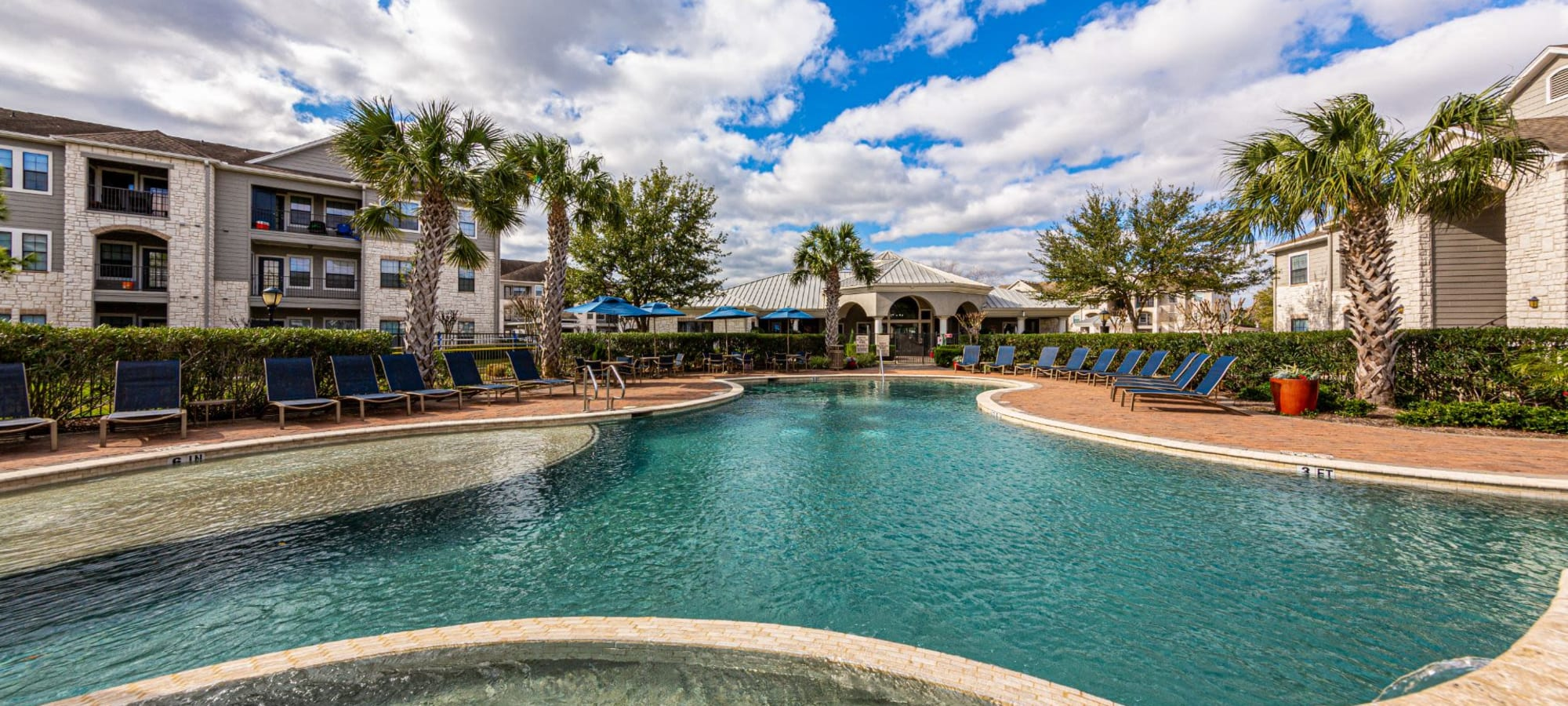 Apartments at Marquis Grand Lakes in Richmond, Texas
